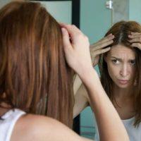Comment chasser les reflets dans ses cheveux ?