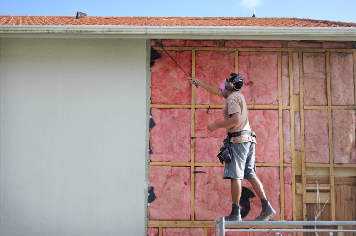 Rénovation de maison ancienne : pourquoi commencer par l'ITE ?