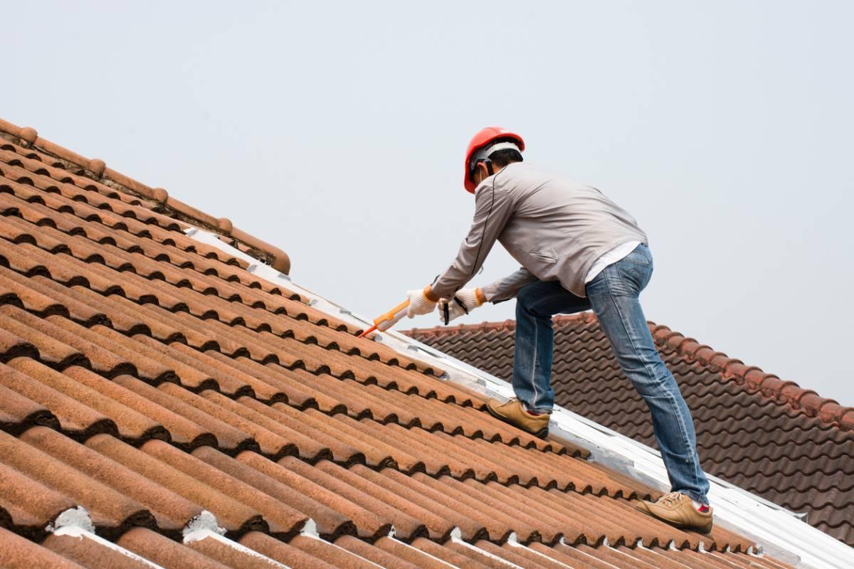 Maison ancienne : quand rénover la toiture ?